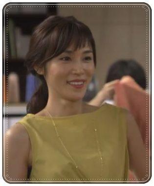 「カンナさーん!」内で黄色のトップスを着て微笑む山口紗弥加