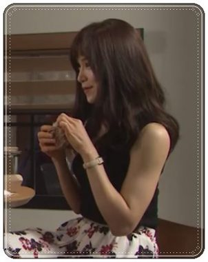 「カンナさーん!」内で花柄のスカートを着こなす横顔の山口紗弥加